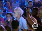 Renato Teixeira canta com fãs e pede valorização à cultura de Taubaté, SP