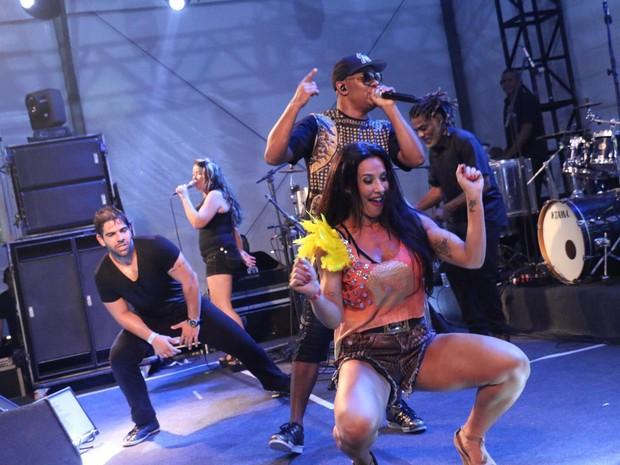 Scheila Carvalho dança em show do Psirico em camarote em Salvador, na Bahia (Foto: Magali Moraes/ Divulgação)