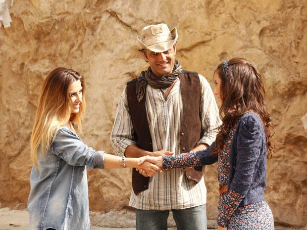 Saia-justa: Zyah apresenta Ayla a Bianca (Foto: Salve Jorge/TV Globo)