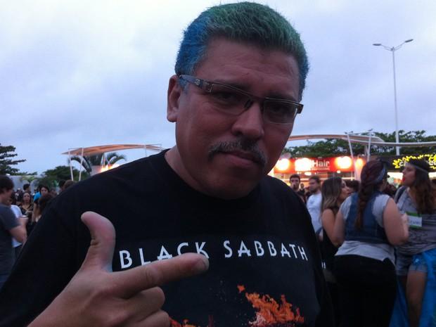 André Luiz pintou o cabelo de azul e verde especialmente para o show do Metallica, no Rock in Rio (Foto: Letícia Mendes/G1)