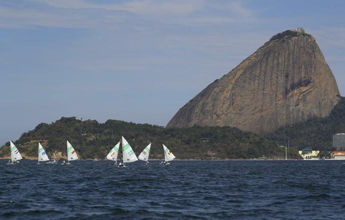 No mar, a classe Laser também passou pelo Pão de Açúcar (Foto: Getty Images)
