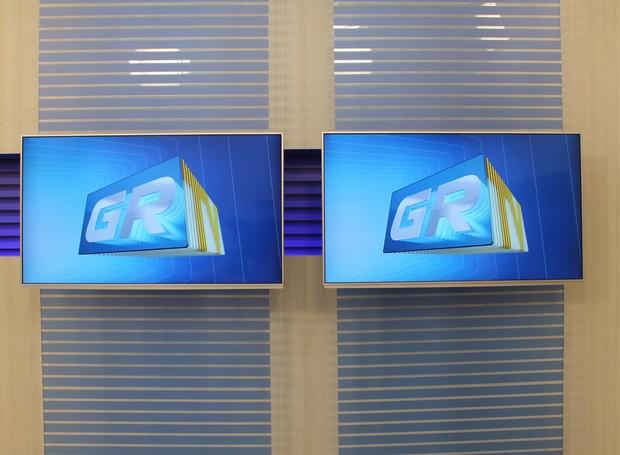 """Tecnologia: novo estúdio da TV Grande Rio tem monitores de 55"""".  (Foto: Gabriela Canário)"""