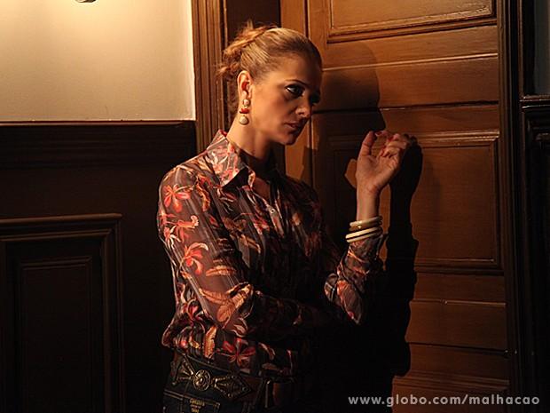 Maura tenta conversar com Sidney, mas ele se tranca no quarto (Foto: Jacson Vogel / TV Globo)