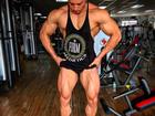 Felipe Franco mostra corpo todo musculoso e impressiona: 'Monstro!'