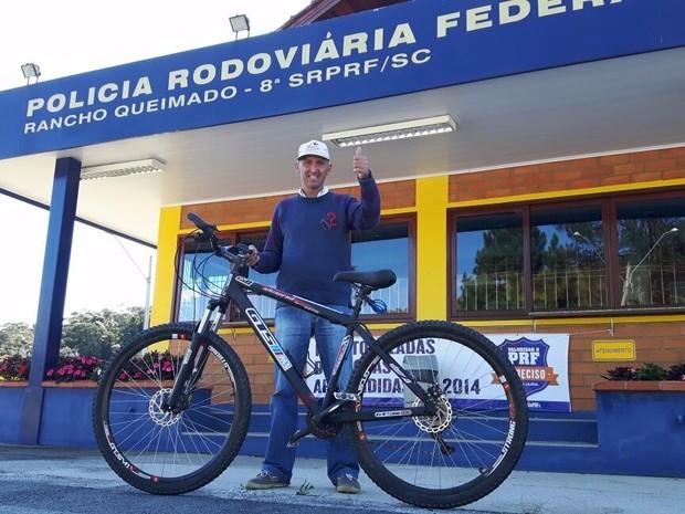 Dono da bicicleta registrou a recuperação do veículo  (Foto: PRF/Divulgação)