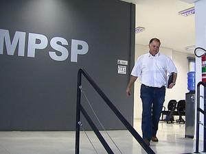 José Roberto Poianas prestou depoimento no Ministério Público (Foto: Reginaldo Santos/EPTV)