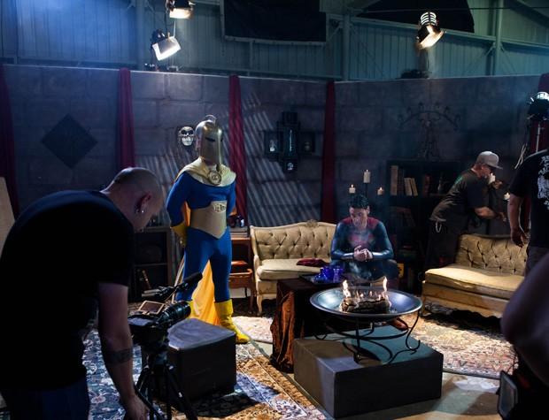 Imagem mostra bastidores do filme 'Homem de Aço XXX: uma paródia pornô'  (Foto: Vivid Entertainment Group/AP)