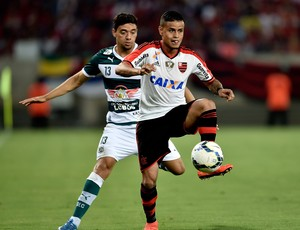 Everton e Valmir Lucas Goiás x Flamengo (Foto: Getty Images)