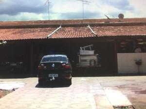 Trio invade casa de feirante em Aparecida de Goiânia, Goiás (Foto: Reprodução/ TV Anhanguera)