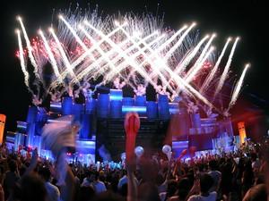 Show de fogos de artifício marca início dos shows no Palco Mundo neste domingo (15) (Foto: Alexandre Durão/G1)