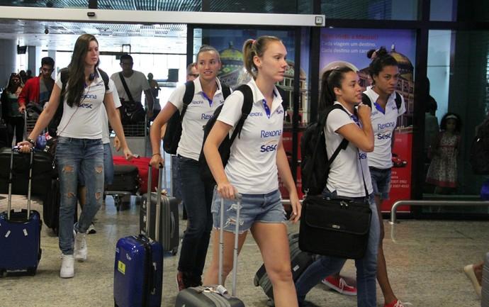 Rio de Janeiro vôlei feminino chegada Manaus (Foto: Rickardo Marques)