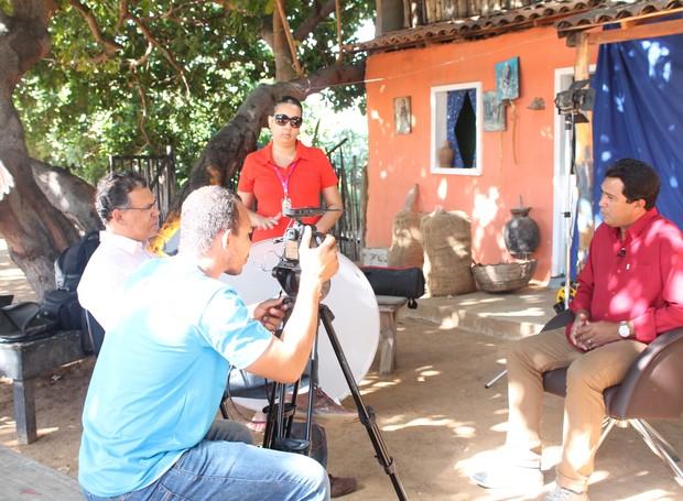 Cláudio Farias falou sobre a qualidade das produções da TV Grande Rio (Foto: Institucional/TV Grande Rio)