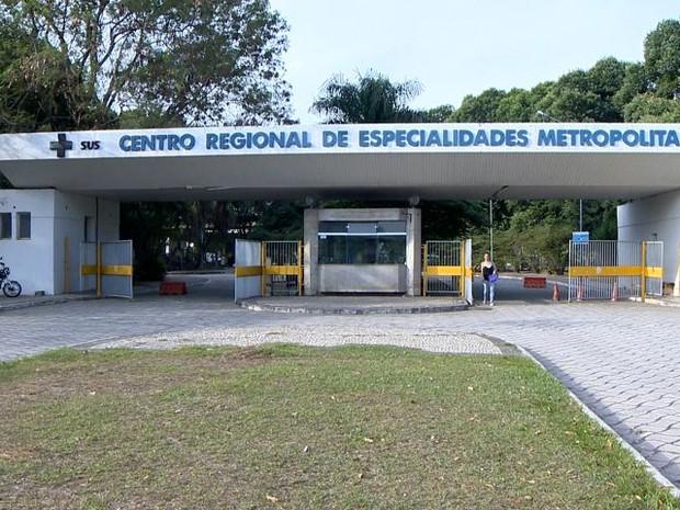 Os pacientes reclamam da falta de remédios no Centro Regional de Especialidades (Foto: Reprodução/TV Gazeta)