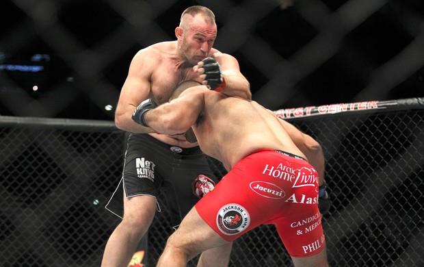 Oleksiy Oliynk e Anthony Hamilton luta UFC San Antonio (Foto: Reuters)