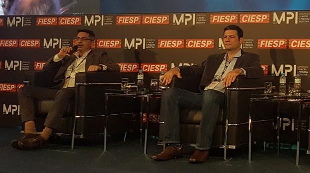 Luciano Santos (à esquerda) e Adriano Nasser (à direita) durante o Congresso da Micro e Pequena Indústria, realizado pela Fiesp (Foto: Débora Duarte)