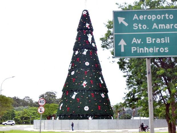 Árvore de Natal do Ibirapuera terá 35 metros de altura (Foto: Eduard Carmin/Brazil Photo Press/Estadão Conteúdo)