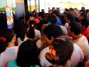 Sábado (3): RN - Em um único local de provas em Natal, aproximadamente 150 candidatos deixaram de realizar o Enem em decorrência do atraso causado por um engarrafamento . (Foto: Ricardo Araújo/G1)