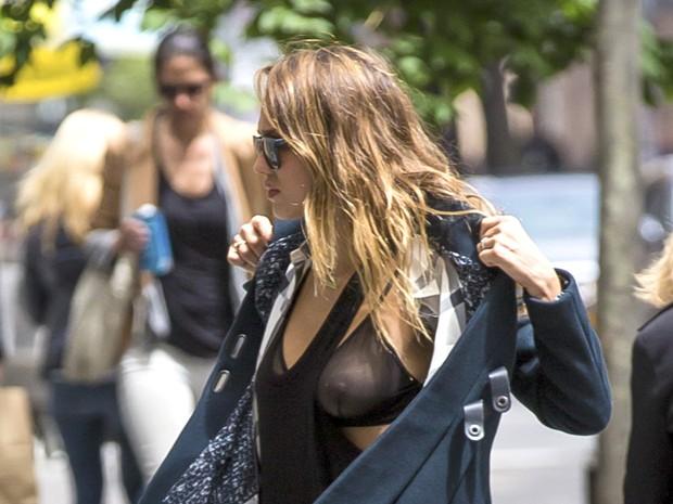 Jessica Alba em Nova York, nos Estados Unidos (Foto: Grosby Group/ Agência)