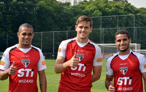 Rafael Toloi, Douglas e Welliton, do São Paulo (Foto: Divulgação/ Site Oficial do São Paulo FC)
