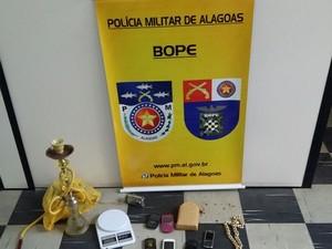 Material encontrado com os suspeitos foi apreendido pelo Bope (Foto: Ascom/PM)
