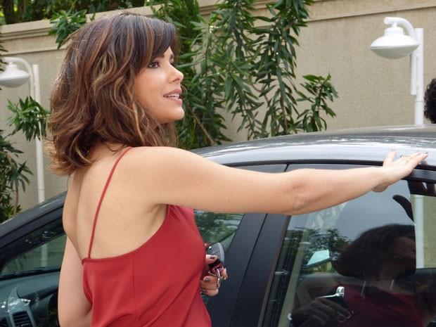Aline responde cheia de ironias (Foto: Amor à Vida/TV Globo)