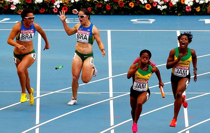 Franciela Krasucki e Vanda Gomes revezamento feminino 4x100m mundial de atletismo (Foto: Agência Reuters)