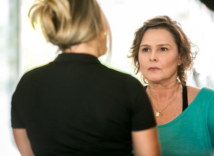 Tânia acusa Irene de preferir Gabriel a Giovane