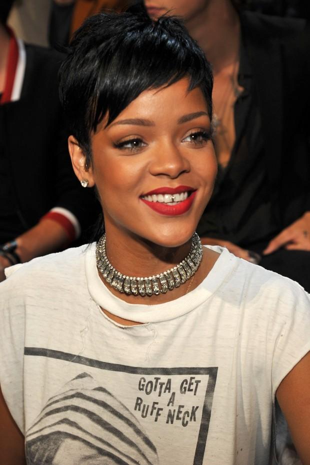 1adb91172a635 EGO - Katy Perry usa acessório de mais de US  1 mil nos dentes no ...