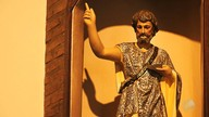Devotos celebram dia de São João com missa e orações