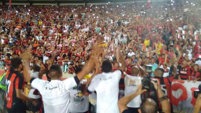 Jogadores do Moto Club festejam título do primeiro turno do MAranhense (Foto: Afonso Diniz / Globoesporte.com)