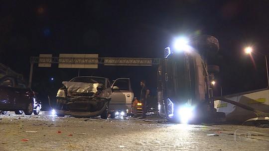 BH - 20h40: Acidente fecha rodovia MG-010, na Região de Venda Nova