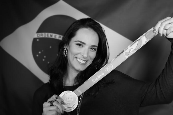 Ágatha ganhou medalha de prata no vôlei de praia com Bárbara (Foto: Carol Caminha/Gshow)