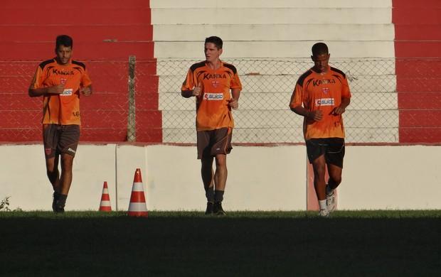 Marcinho Guerreiro correndo no treino do CRB (Foto: Denison Roma / Globoesporte.com)