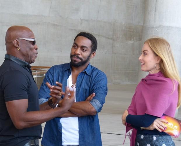 Angélica conhece o coreógrafo Zebrinha (Foto: Estrelas/TV Globo)
