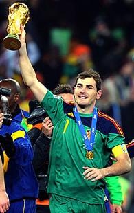 Ilker Casillas comemoração Espanha Copa do Mundo (Foto: AP)