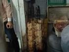 Ação apreende 800kg de alimentos e detém dono de açougue em Campos