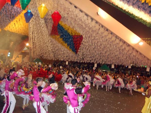 Quadrilha Moleka 100 Vergonha se apresenta no concurso de quadrilhas na Pirâmide do Parque do Povo (Foto: Taiguara Rangel/G1)
