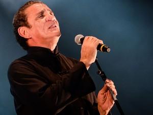 Zé Ramalho e Derrick Green formaram uma dupla de vocal inusitada na música 'Dança das borboletas'. (Foto: Luciano Oliveira / G1)
