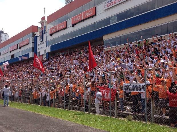 Professores decidiram manter a greve da categoria (Foto: Daiane Baú / G1)