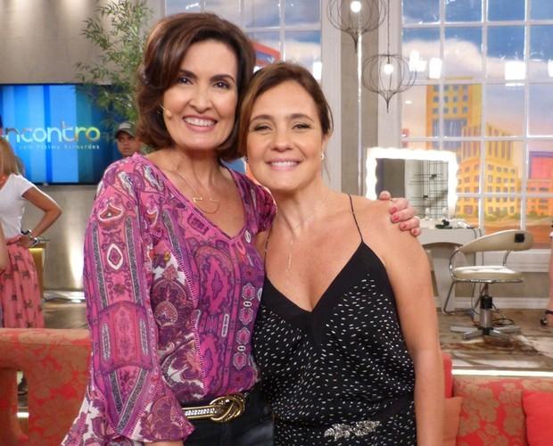 Fátima Bernardes posa com Adriana Esteves (Foto: Gshow)