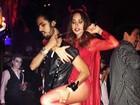 Thaila Ayala vira diabinha sexy em festa do Dia das Bruxas