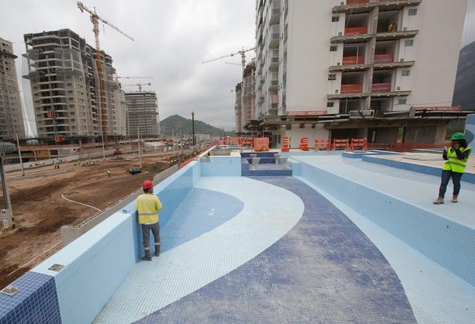 Piscinas surgem e vila ol mpica do rio 2016 atinge 50 das for Piscina olimpica barcelona
