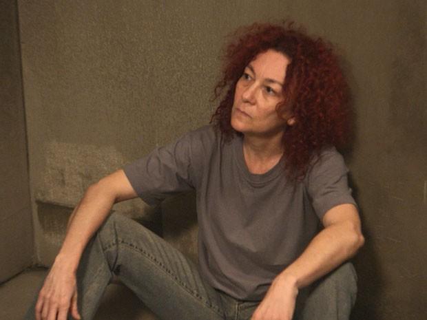 Para o azar da empresária, uma das presas implica com Beatriz (Foto: TV Globo)