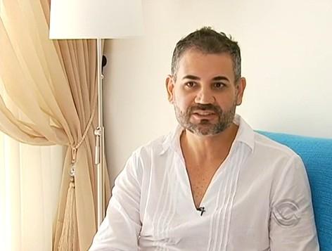 Leandro e companheiro estão juntos há três anos (Foto: Reprodução/RBS TV)