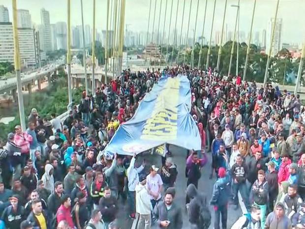 Trabalhadores da construção civil fazem ato em São Paulo