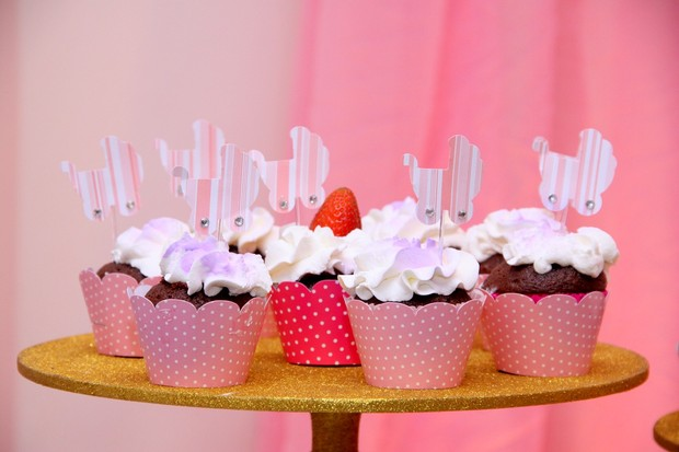 Detalhe dos cupcakes do chá de bebê de Debby Lagranha (Foto: Alex Palarea/AgNews)