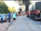 Trabalhadores rurais bloqueiam trecho da CE-292, no Sul do Ceará