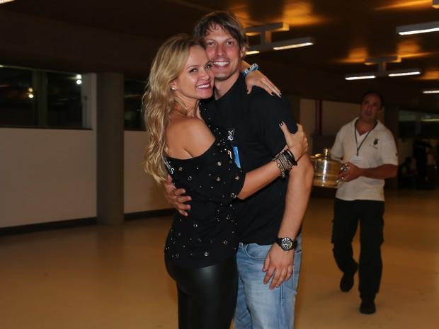 Eliana e o namorado, Adriano Ricco, em show em São Paulo (Foto: Manuela Scarpa/ Brazil News)