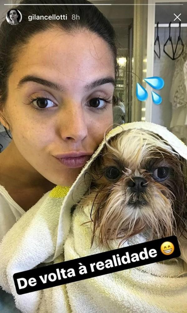 Giovanna Lancellotti com a cachorrinha Filomena (Foto: Reprodução/Instagram)