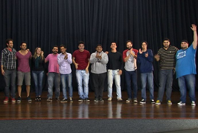Curso de stand up ensina algumas técnicas para hora de contar uma piada (Foto: Reprodução / TV TEM)
